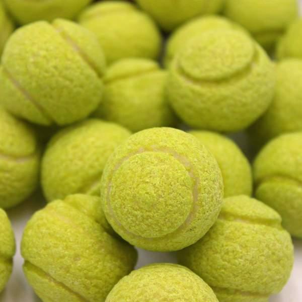 Balle de tennis bubble gum...